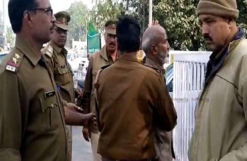 जमीन कब्जे को लेकर मुख्यमंत्री आवास के निकट बुजुर्ग ने किया आत्मदाह का प्रयास