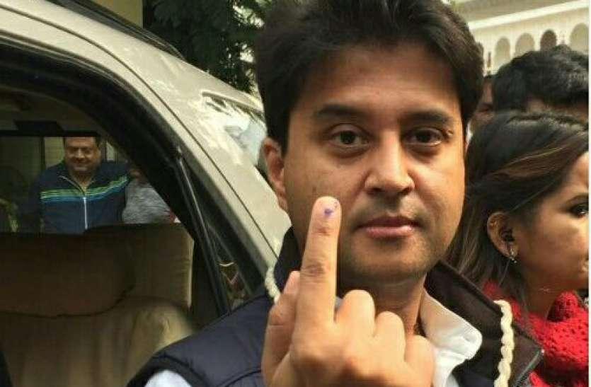 ज्योतिरादित्य सिंधिया ने वोट डाला के लिए इमेज परिणाम