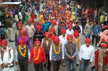 ग्रामीण व शहरी अंचल की लोक परम्पराओं के साथ शोभायात्रा में नजर आई सतरंगी आभा