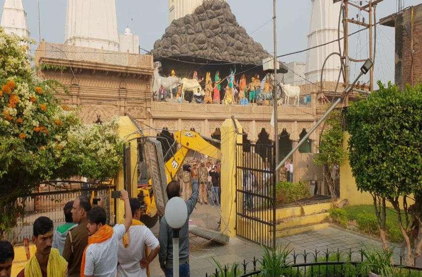 Big Breaking- गिरिराज दानघाटी मंदिर समेत गोवर्धन के तीन प्रमुख मंदिर अनिश्चितकाल के लिए बंद, जानिए क्या है मामला?
