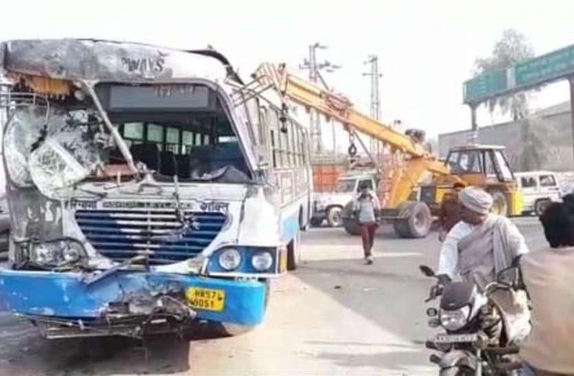 हनुमानगढ़ में श्रीगंगानगर रोड पर भिड़े बस व ट्रक, छह जने घायल