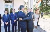 Photos: अर्जेंटीना के राष्ट्रपति ने पीएम मोदी के लिए किया नाश्ते का आयोजन, गले लगाकर किया स्वागत