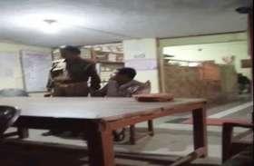 शराब के नशे में यूपी पुलिस के सिपाही ने थाने में किया हंगामा, वीडियो वायरल