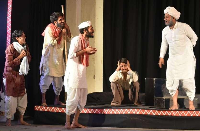 विकृत सामाजिक व्यवस्था पर प्रहार करता है  यह नाटक 'किस्सा मौजपुर का'