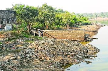 जल संसाधन ने बेच दिया किसानों को घसारही तालाब का पानी