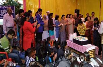 इन्टरनेशनल डे आॅफ पिपुल्स विद डिसेबिलिटी की पूर्व संध्या पर दृष्टिबांधित बच्चों ने गीत गाए