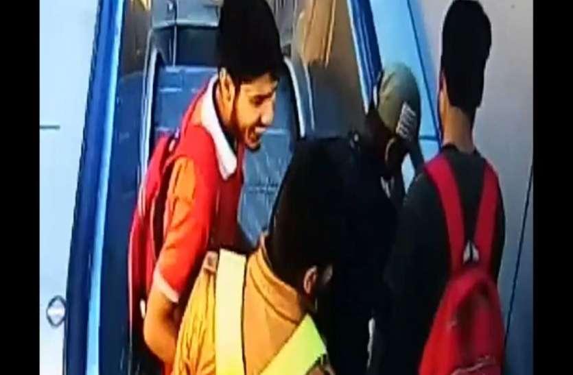 कोचिंग पढऩे वाले स्टुडेंट्स रेलवे स्टेशन पर कर रहे थे ये हरकत, पुलिस ने दी ऐसी सजा