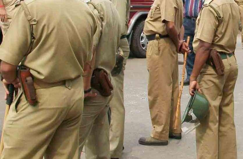 बेखौफ बदमाशों ने व्यापारी को सरेआम गोलियों से भून दिया, पुलिस वालों को गुस्साएं लोगों ने दौड़ाया