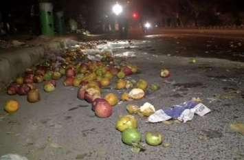 दिल्ली में तेज रफ्तार मर्सिडीज का कहरः फल विक्रेता को रेहड़ी समेत मारी टक्कर, मौके पर मौत