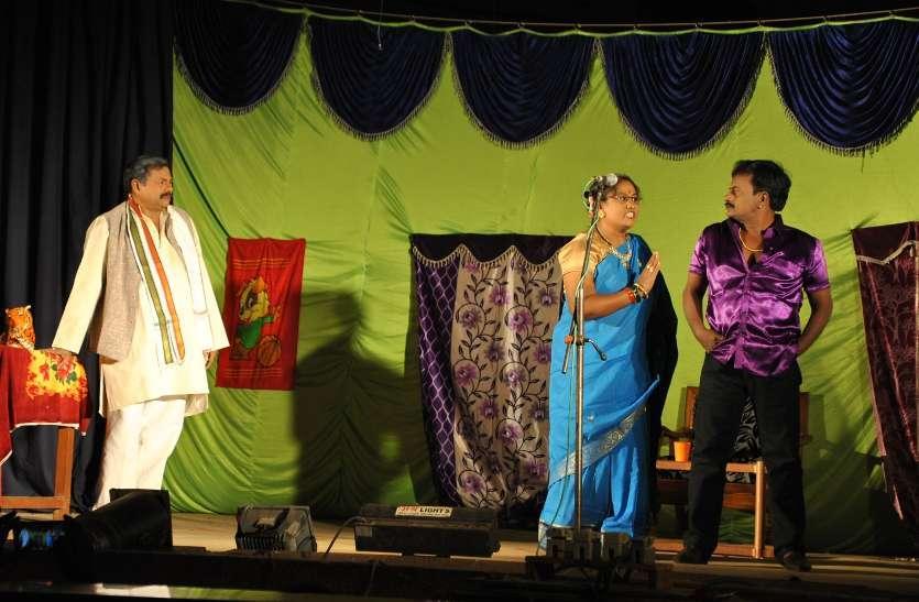 Photo Gallery  :  मंच पर उतरे कलाकारों ने दिया नाटकों के माध्यम से संदेश