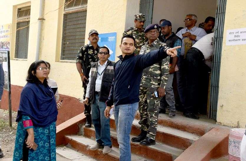 कांग्रेस प्रत्याशियों की आशंका के बाद मतगणना स्थल का निरीक्षण करने पहुंचे कलेक्टर-एसपी