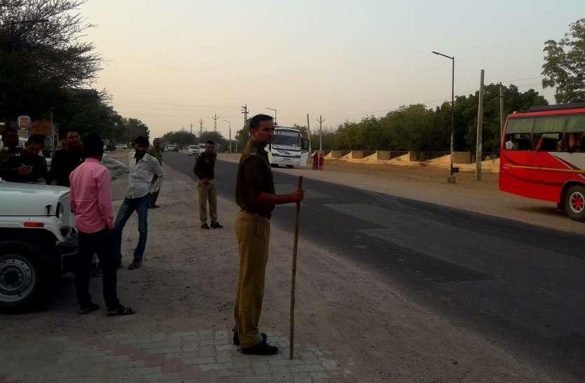 चुनाव ड्यूटी में लगी बसें, यात्रियों को परेशानी