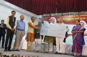अहमदाबाद पांजरापोल की ओर से 2 करोड़ का चेक भेंट
