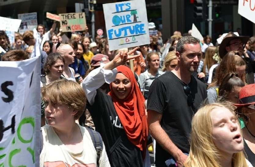 ऑस्ट्रेलियाः जलवायु परिवर्तन के मुद्दे पर संसद परिसर में छात्रों का धरना