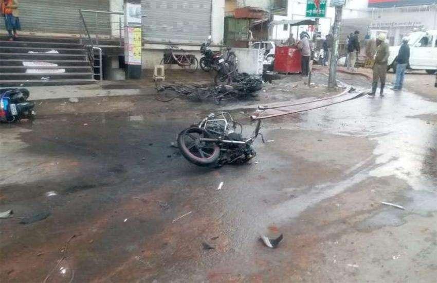 झारखंड: हजारीबाग में सांप्रदायिक तनाव,लोगों ने 4 मोटरसाइकिलों में लगाई आग