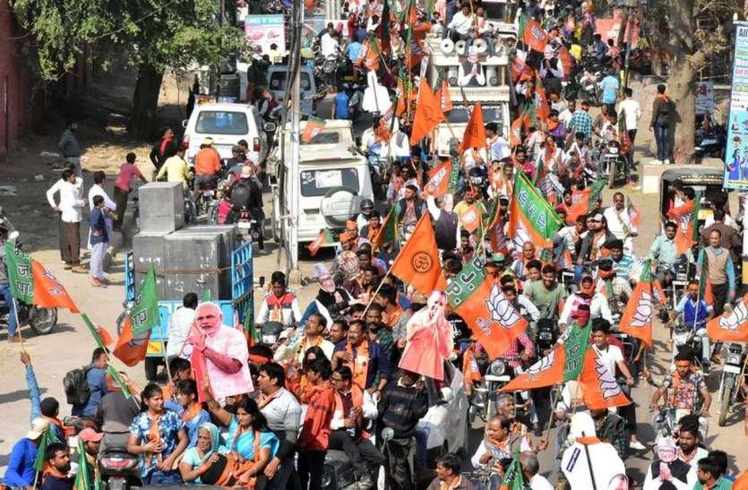 डॉ. जोशी के समर्थन में निकाली वाहन रैली