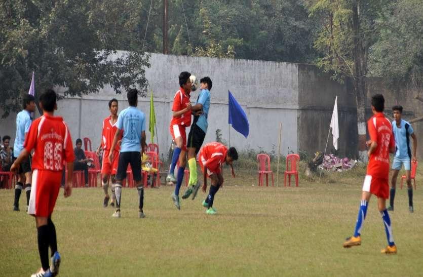 फोटो गैलरी : अन्तर शालेय फूटबाल मैच प्रतियोगिता में खिलाड़ीयों ने दिखाए अपने जौहर