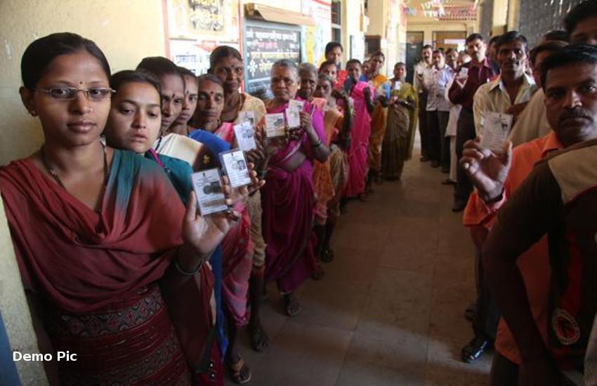 Rajasthan Assembly Election 2018 : बांसवाड़ा के 12 लाख 33 हजार मतदाता बटन दबाकर लिखेंगे 34 प्रत्याशियों की किस्मत