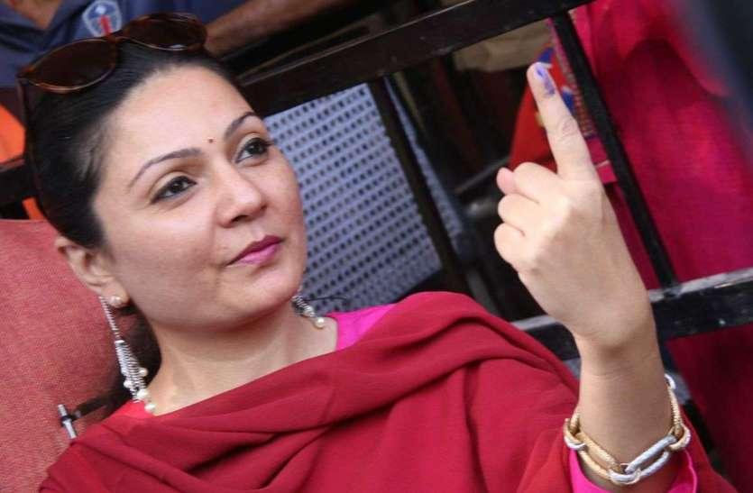 Bikaner Live Updates : लोकतंत्र के उत्सव में प्रत्याशियों ने किया  मतदान, देखें तस्वीरें ....