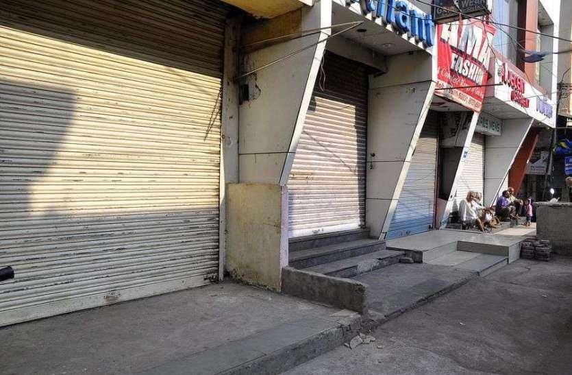 सिंधी समाज धरने पर बैठा