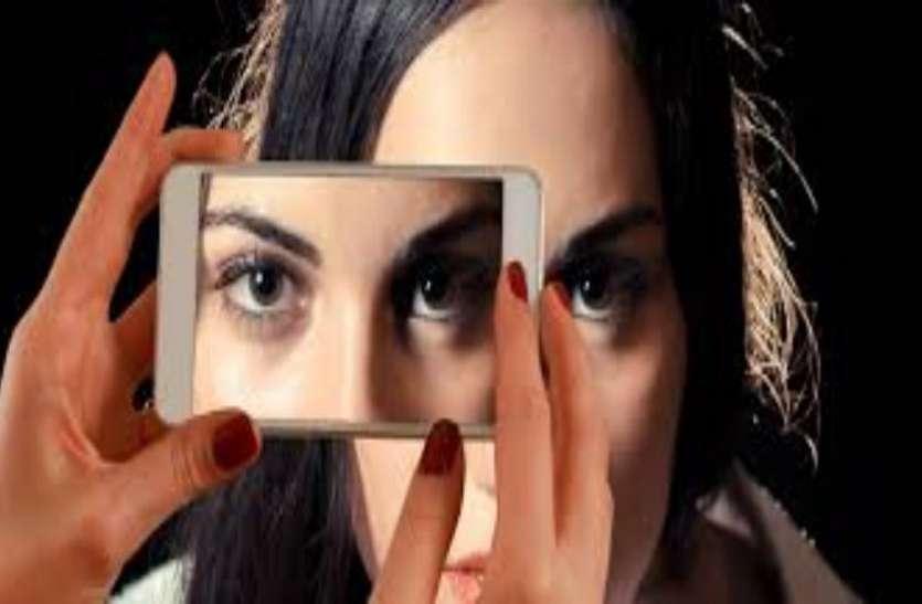 ब्रिटेन में पाकिस्तानी मूल के काउंसलर ने किया शर्मसार, व्हाट्सग्रुप में भेजी टॉपलेस महिला की फोटो