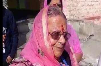 जोधपुर: सूरसागर से भाजपा प्रत्याशी सूर्यकांता व्यास ने किया मतदान