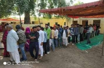 ईवीएम खराबी ने जोर पकड़ा,कई स्थानों पर रूका मतदान