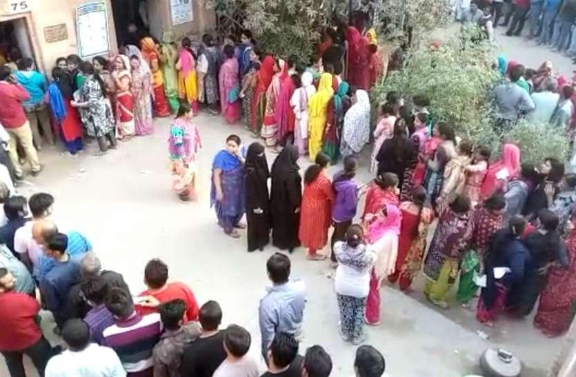 Bikaner Live Updates : समय समाप्त फिर भी लम्बी कतार, देखें विडिओ