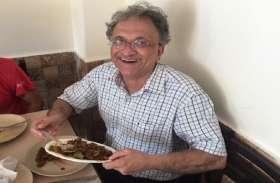 रामचंद्र गुहा ने बीफ खाते हुए पोस्ट की फोटो, बोले- भाजपा के शासन में जादुई सुबह