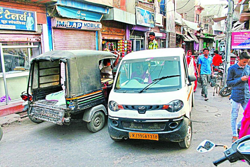 यातायात व्यवस्था बिगड़ी, आमजन परेशान