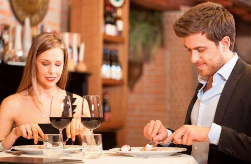 Table manners: पार्टन के साथ रोमांटिक डेट पर जाने से पहले सीख लें ये डायनिंग टेबल मैनर्स टिप्स