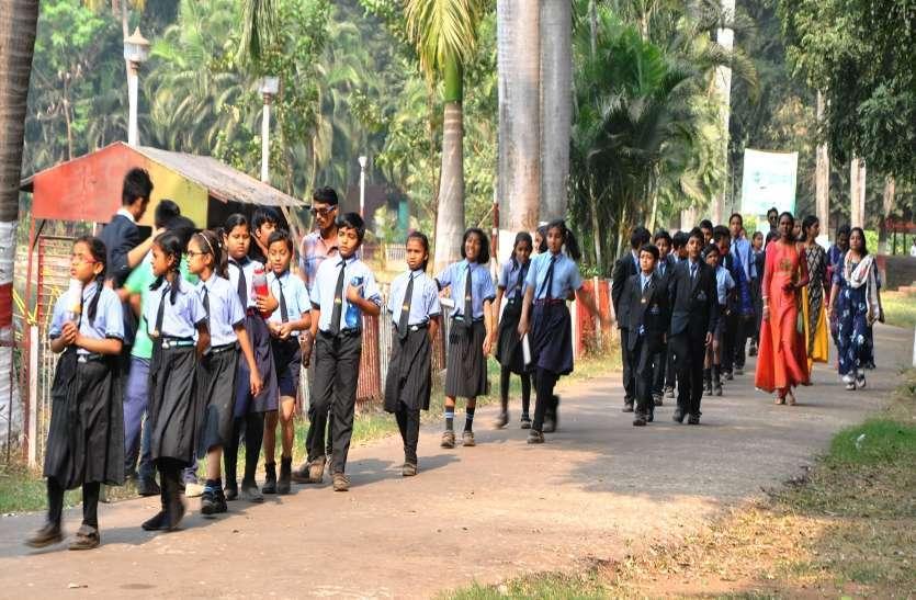 Photo gallery : पिकनिक मनाने मैत्रीबाग पहुंचे 2000 स्कूली बच्चों ने देखा शेर,भालु और संगीत के धुन पर थिरकें