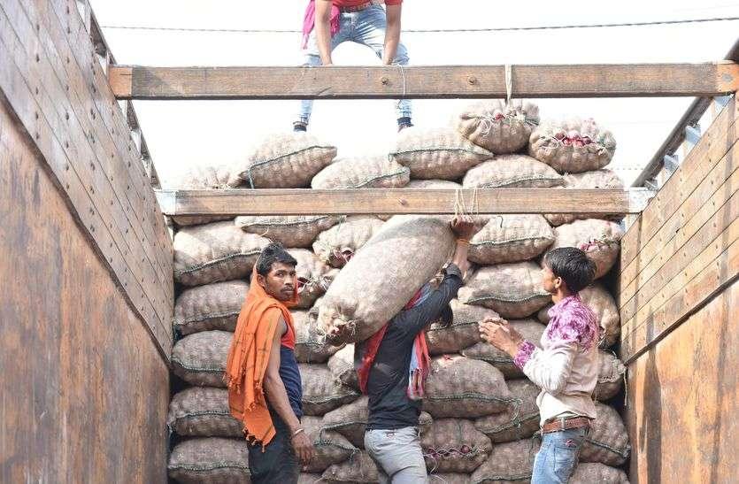 रतलाम मंडी में बगैर लायसेंस के हो रहा व्यापार...किसान को दिया 91030 का चेक बाउंस