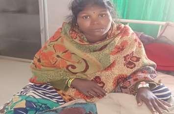 गरीबी ऐसी कि जख्मी पत्नी को ठेले पर लिटाकर पति 3 दिन से मांग रहा था मदद, युवाओं की नजर पड़ी तो...