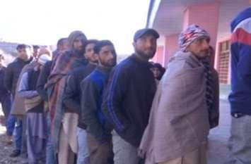 Video: जम्मू-कश्मीर में पंचायत चुनाव के 8वें चरण का मतदान आज, सुबह से जारी वोटिंग