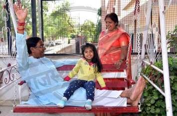 निपट गया 'बेटी का ब्याह', तस्वीरों में देखिए किस तरह राहत में आए नेताजी