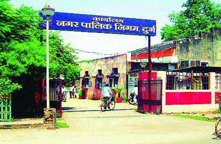 दुर्ग निगम के अधिकारी का वाहन खाई में गिरा, 6 घायल, सभी सिम्स बिलासपुर में भर्ती, घायलों की हालत खतरे से बाहर