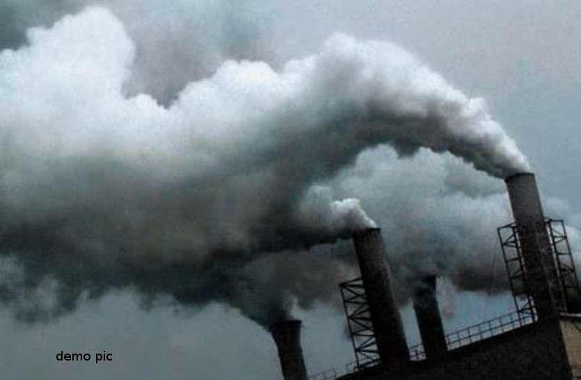 फैक्ट्री से निकले धुएं से स्कूली बच्चों की तबीयत बिगड़ी, सभी को सांस लेने में तकलीफ