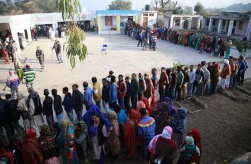 जम्मू-कश्मीर पंचायत चुनावः आठवें चरण का मतदान शांतिपूर्वक संपन्न, वोटों की गिनती शुरू