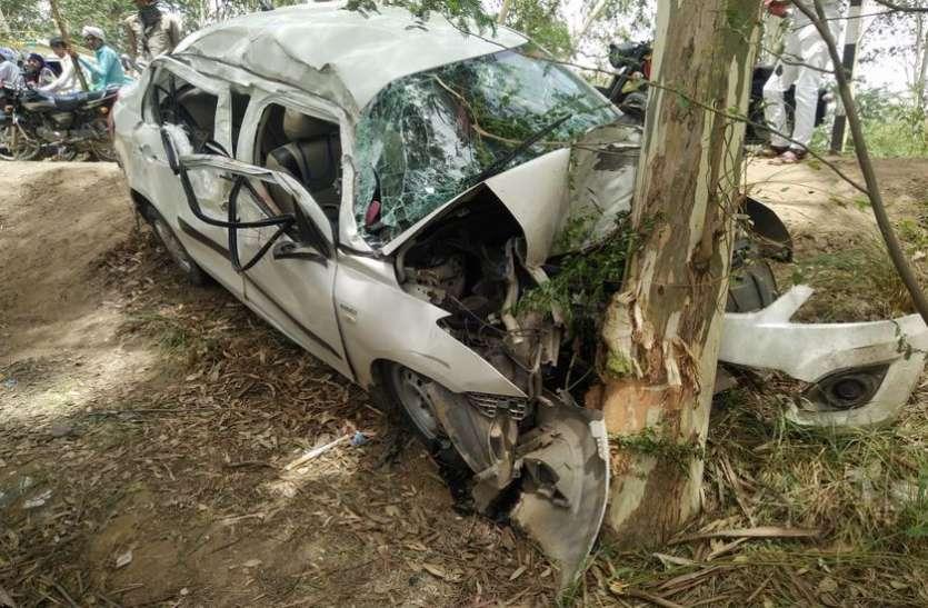 चलती कार में आया हार्ट अटैक, पेड़ से टकराई गाड़ी फिर...