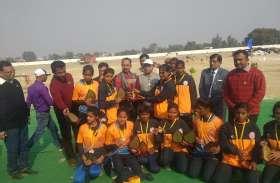 खो खो महिला खेल में मुम्बई विश्वविद्यालय को हराकर राष्ट्रीय विजेता बना अवध विश्वविद्यालय