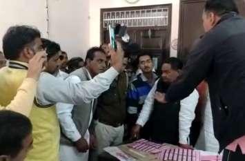 राजस्थान में यहां सामने आया विधानसभा चुनावों में धांधली का मामला, दुकान में मिले एक दर्जन से ज्यादा बैलेट पेपर्स