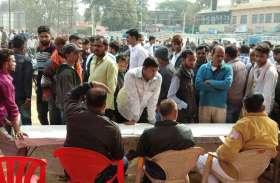 Raj Election 2018 : रूझानों के बीच हुई आतिशबाजी, बजे ढोल