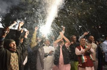 बिहार: चुनाव परिणाम से भाजपा कार्यालय में सन्नाटा तो कांग्रेस, राजद में जश्न