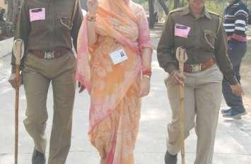 कोटा में जेडीबी कालेज मतगणना स्थल पर प्रत्याशियों ने जीत की खुशी का इजहार इस तरह किया ..देखिए तस्वीरें