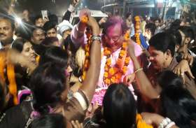 कांग्रेस प्रत्याशी से अमितेश शुक्ल की ऐतिहासिक जीत, कार्यकर्ताओं ने किया भव्य स्वागत