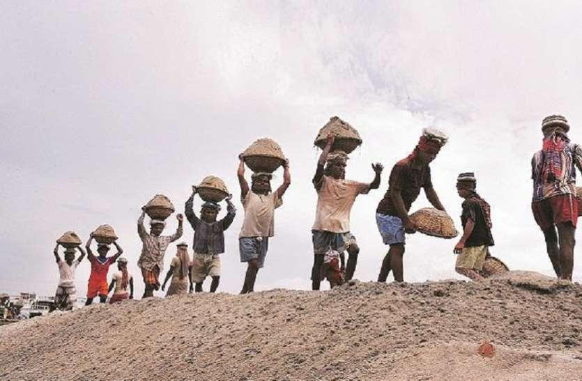 महामंडल में करोड़ों रुपए जमा फिर भी मजदूर दूसरों का मुंह ताकने को मजबूर