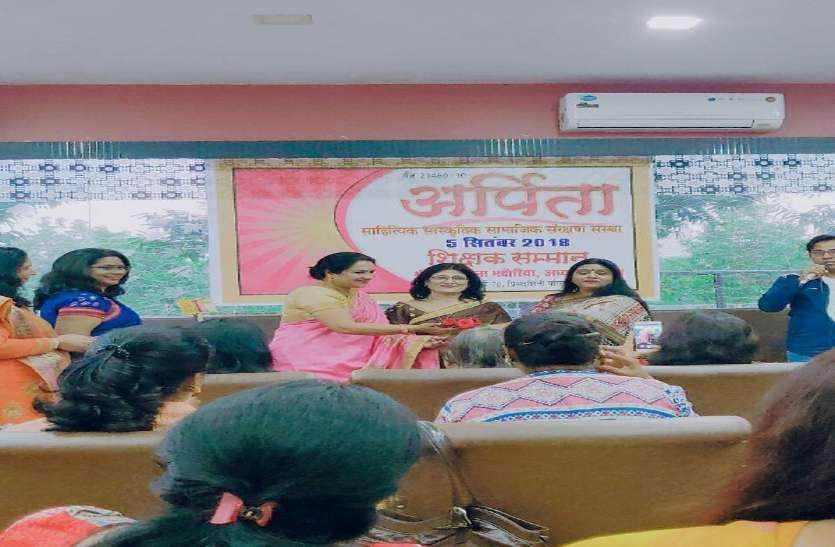 विभिन्न क्षेत्रों की महिलाएं एकजुट होकर करती हैं गरीबों और पीडि़तों की मदद