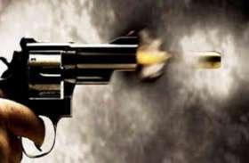 पुलिस एनकाउंटर में दो इनामी बदमाश घायल