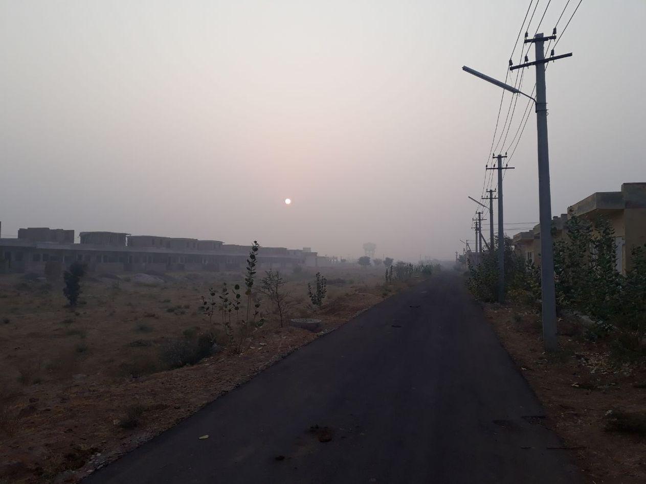 हल्की बूंदाबांदी में लुढक़े पारे के ठंड में कांपा शहर
